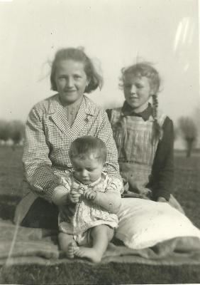 Kinderen, spelend te Gits, 1946