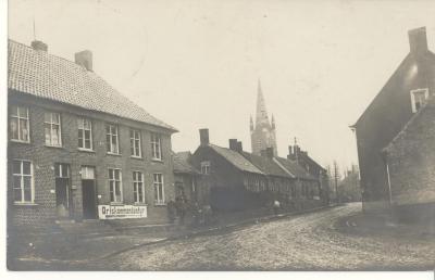 Wegwijzer naar de Ortskommandantur, Hooglede