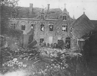 Klooster zusters H. Vincentius na bombardement