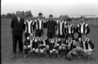 "Voetbalwedstrijd op ""'t Hoge"", Kachtem, 1958"