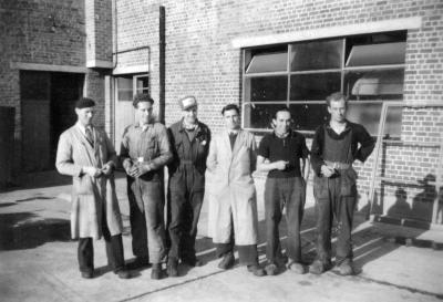 Eerste personeelsleden zuivelfabriek De Toekomst, Moorslede, 1948