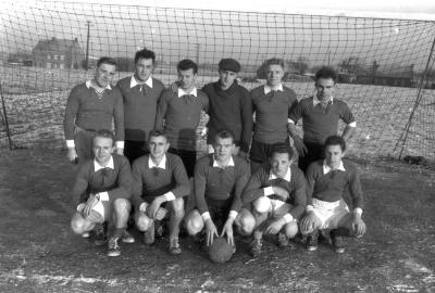 Voorstelling voetbalploegen Kachtem- La Louvière, Izegem, 1958