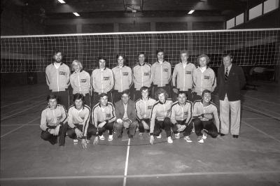 Volleybalclub 'Doskom': groepsfoto's met spelers, Moorslede 1976