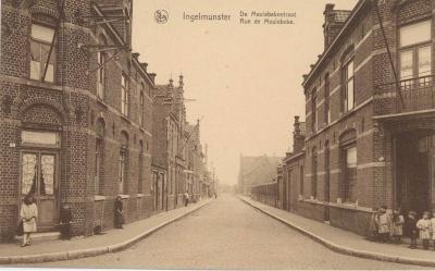 Zicht op de Schoolstraat, vroeger Meulebekestraat, Ingelmunster, ca 1910