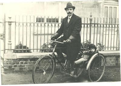Met opa op de fiets, Gits, 1920