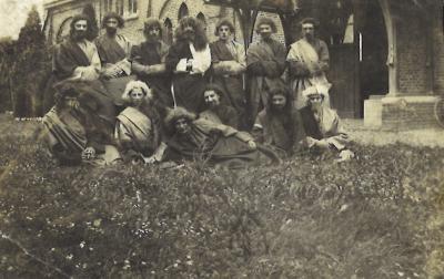 Apostelen voor start processie, Beveren