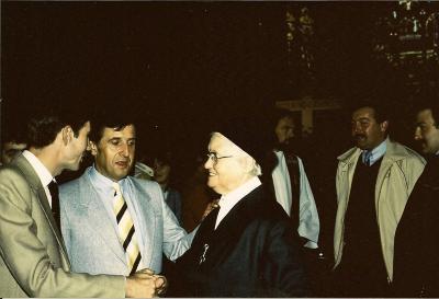 Zuster Rafaël met Frans, Norbert en Gilbert Meeuws