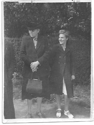 Malvina Declerq en dochter Julia Vandepitte, Gits, 1948