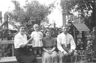 Julia Vandepitte en gezin, Gits, 1955