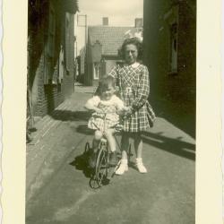 Zicht Beversesteenweg, Beveren, 1945