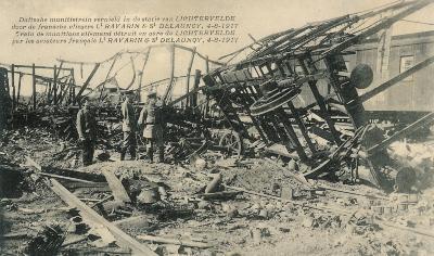 Vernielde Duitse munitietrein, station Lichtervelde, 4 augustus 1917