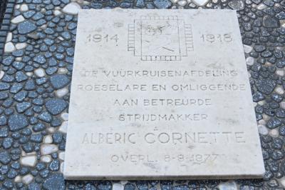 Gedenksteen vuurkruiser Alberic Cornette, Hooglede