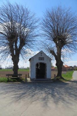 Witte kapel tussen 2 linden, Gits