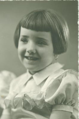 Jong meisje (eerste communie?)
