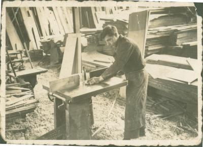 Schrijnwerkers aan het werk