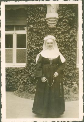 Kloosterzuster met kroontje