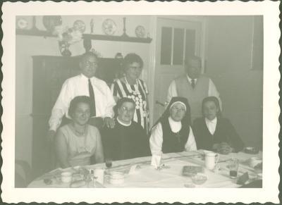 Kloosterzusters aan koffietafel
