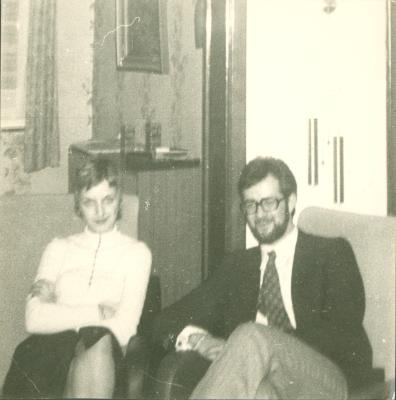 Echtpaar in woonkamer