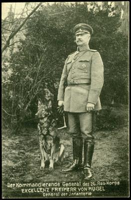 Generaal von Hügel, generaal van het 26ste Reservekorps poseert met hond