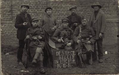 De eerste drie Belgen na de oorlog terug in Izegem, 16 oktober 1918