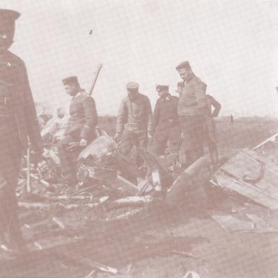 Duits vliegtuig gemitrailleerd en neergestort in Roeselare, 24 april 1916