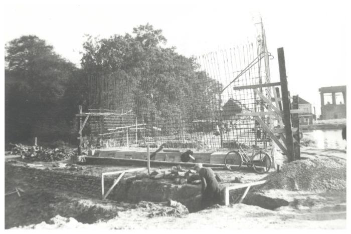 Aanleg van de nieuwe Centrumbrug, Ingelmunster, ca 1956