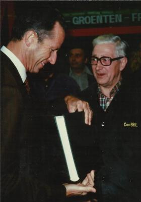 Koning Boudewijn brengt bedrijfsbezoek aan carosserie Desot, Gits, 1990