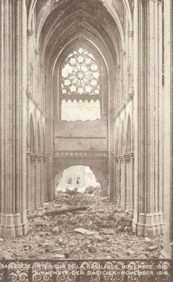 Interieur van de verwoeste kerk, Dadizele