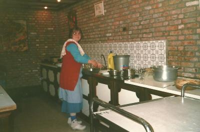 Poetsvrouw in het Paviljoen Het Neerhof, Gits 1987