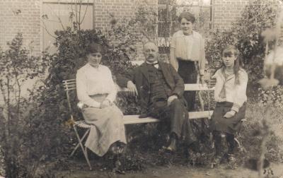 Jules Lommee, Marie, Emilie en Jeanne in Balen