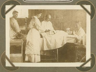 Operatiezaal in H.E.A. hospitaal ' l' Amitié', Adinkerke 7 augustus 1915