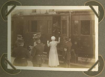 Koningin Elisabeth bezoekt station, Adinkerke 7 september 1915