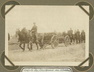 Defilé met munitiewagens aan Klokhof, 23 september 1915
