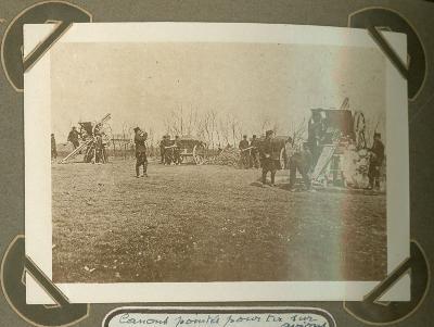 Munitiewagens opgesteld voor beschieten van vliegtuigen, Veurne 25 september 1915