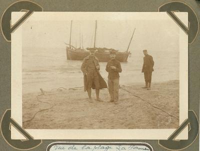 Militairen op strand, De Panne 2 oktober 1915