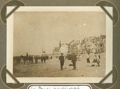 De Panne gezien vanaf strand, 3 oktober 1915