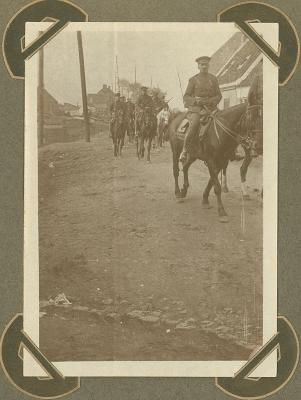 Lanciers terug van oefeningen, Adinkerke 13 oktober 1915