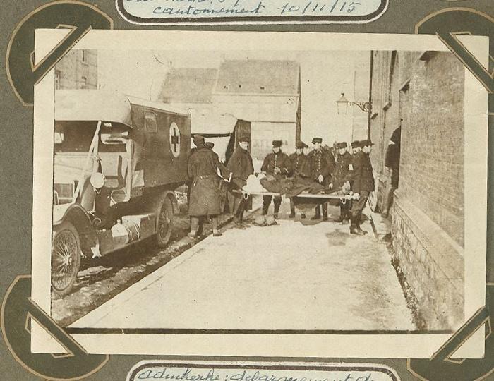 Aankomst gekwetsten in Adinkerke, 7 oktober 1915