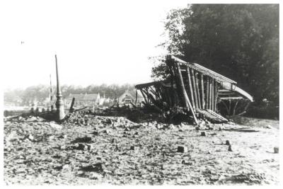 De vernielde Centrumbrug, Ingelmunster, mei 1940