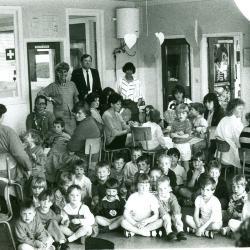 Moederfeest in de kleuterafdeling, Lichtervelde, mei 1988