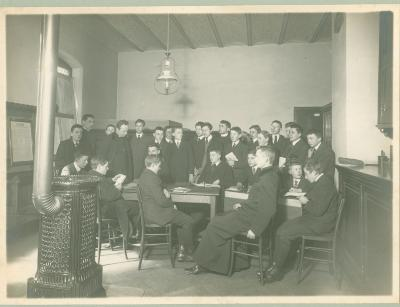 3e en 4e Latijnse klas, Sacristie St-Michielskerk Roeselare, 1914-1915