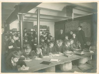 5e studiejaar bij Duyvewaerdt-Vanbiervliet, Ooststraat 97-99 Roeselare, 1914-1915