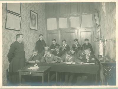 3e Handelsklas, Sacristie Grauwe Zusters Roeselare, 1914-1915