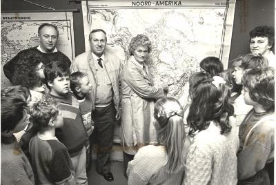 Amerikaanse bezoekers in de klas, Lichtervelde, 15 december 1988