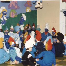 De sint bezoekt de kleutertjes tijdens Smurfenfeest, Lichtervelde , 2 december 1988