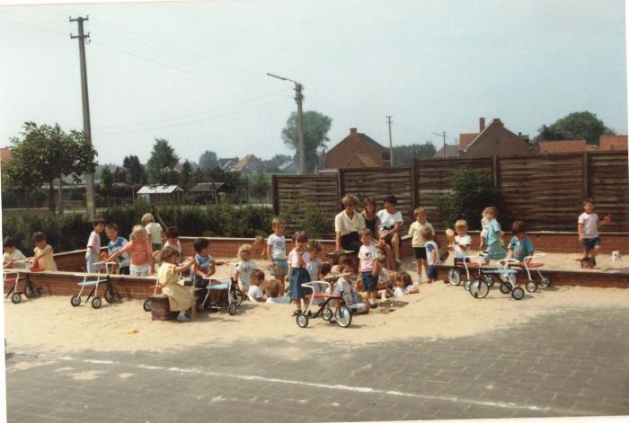 De kinderen op de speelplaats, Lichtervelde, voorjaar 1989