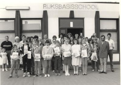 Uitreiking getuigschriften leerlingen 6e leerjaar, Lichtervelde, schooljaar 88-89