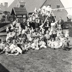 "Paashaas bezocht Basisschool ""De Valke"", Lichtervelde , 6 april 1990"