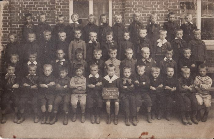Klasfoto wezenschool, Ingelmunster, 1909