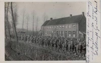 Ingelmunster, marcherende soldaten